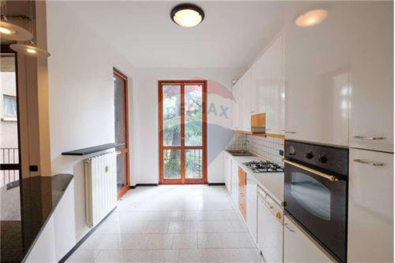 Appartamento in buone condizioni in vendita Rif. 6816373