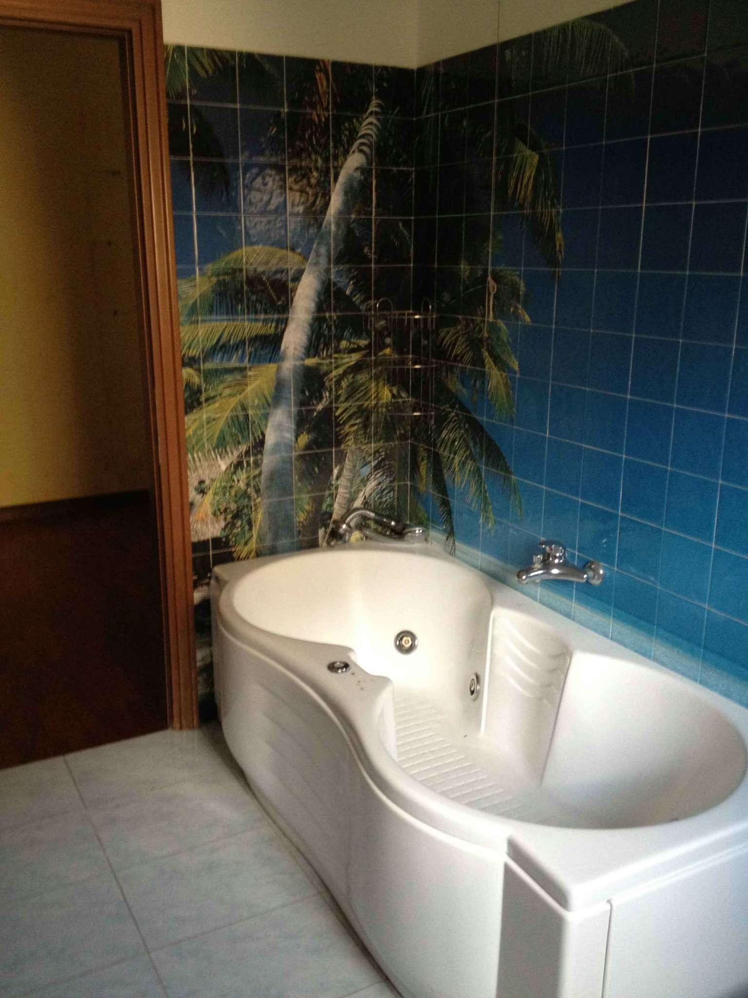 Appartamento in buone condizioni in vendita Rif. 6881413