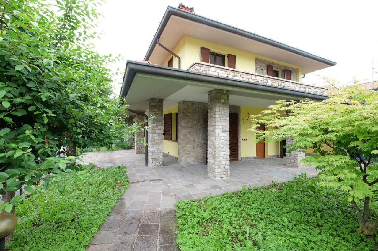 Villa Bifamiliare in Vendita a Carobbio degli Angeli