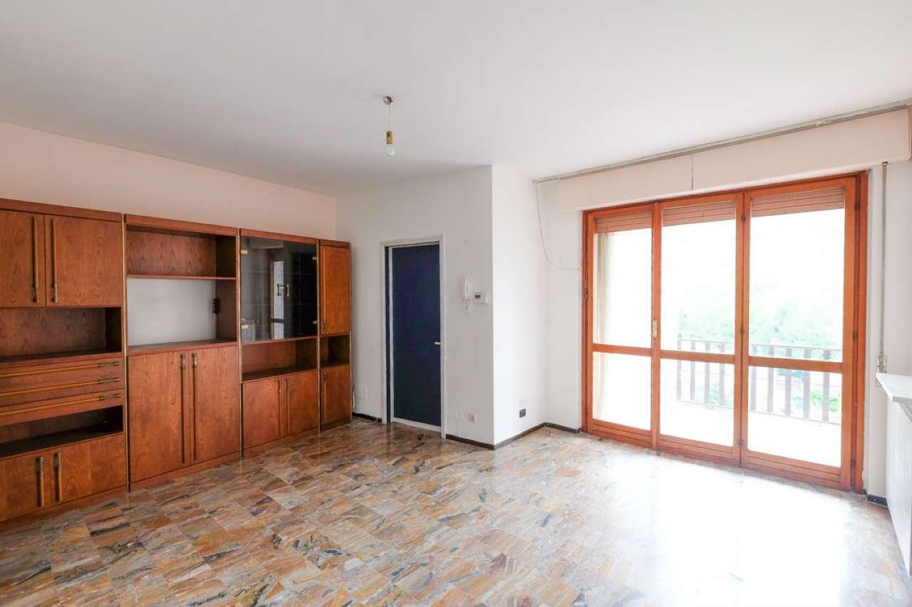 Appartamento in buone condizioni parzialmente arredato in vendita Rif. 6953559