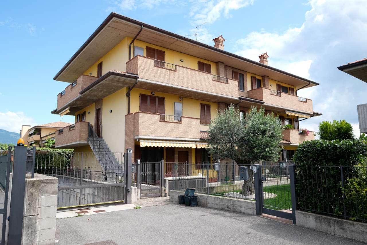 Appartamento in buone condizioni in vendita Rif. 6978689