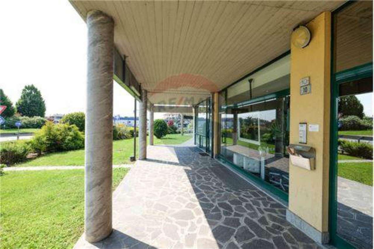 Negozio / Locale in vendita a Trezzano Rosa, 4 locali, prezzo € 149.000 | CambioCasa.it