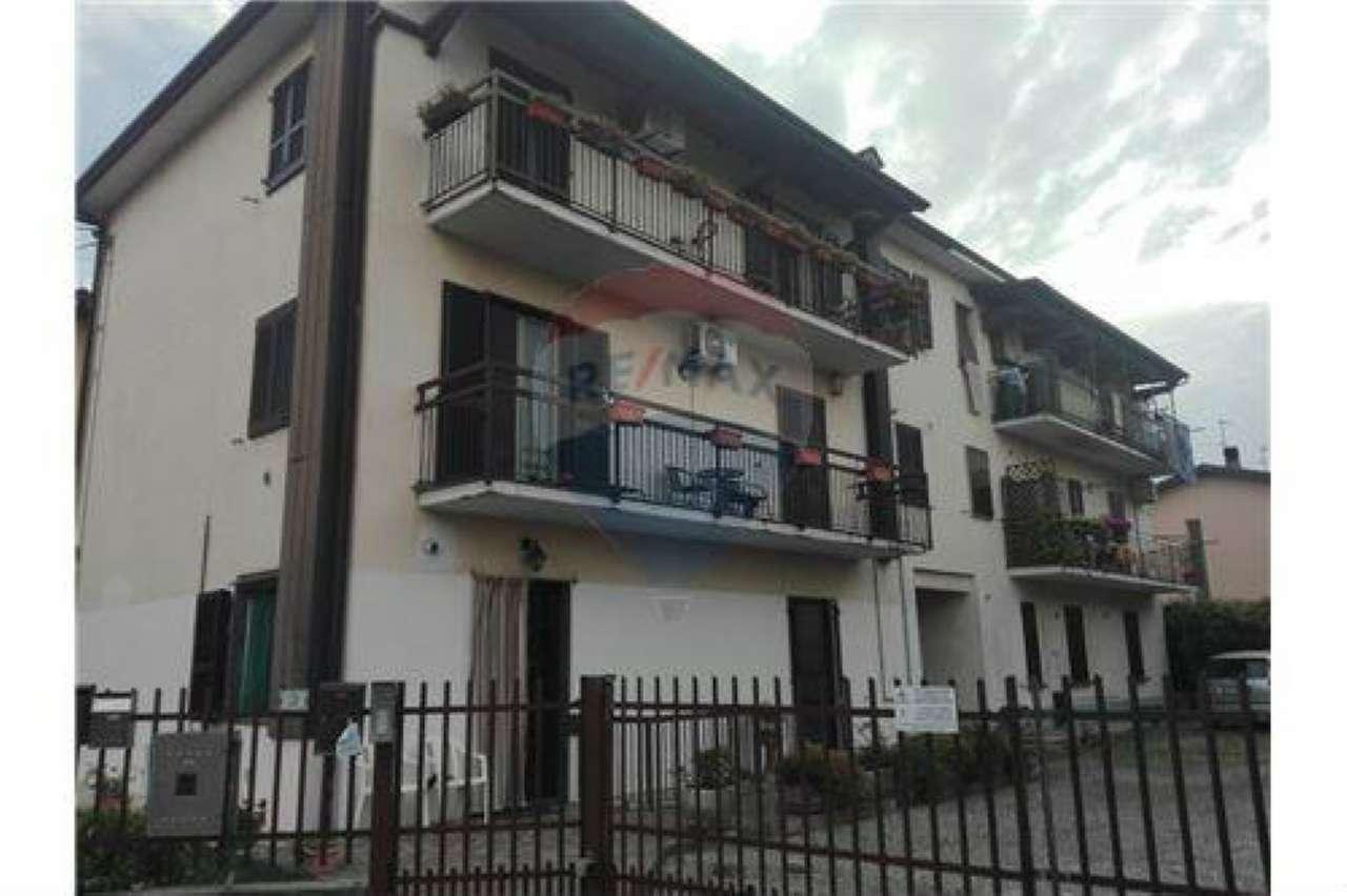 Appartamento in buone condizioni in vendita Rif. 7062449