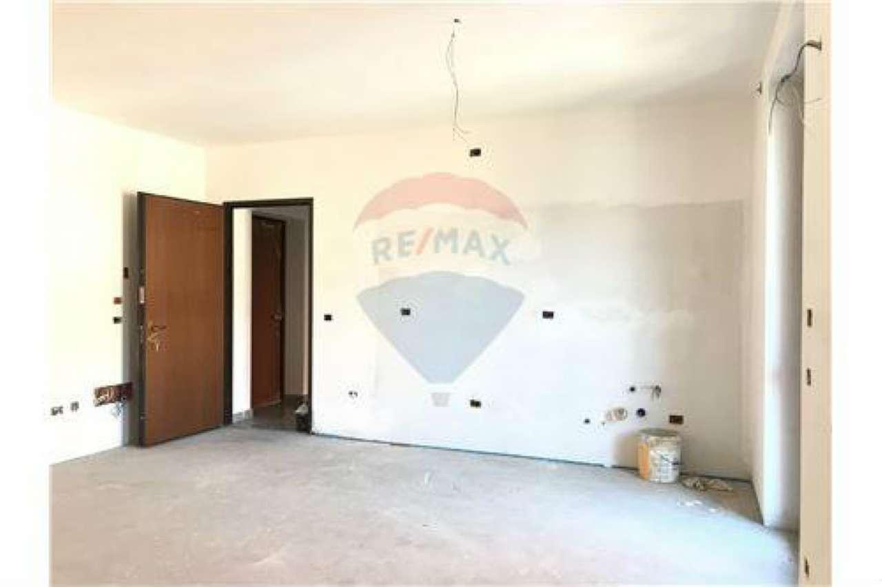 Appartamento in buone condizioni in vendita Rif. 7086643