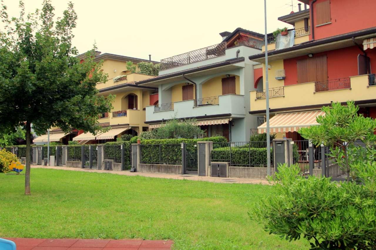 Appartamento in vendita a Bonate Sotto, 3 locali, prezzo € 138.000 | CambioCasa.it