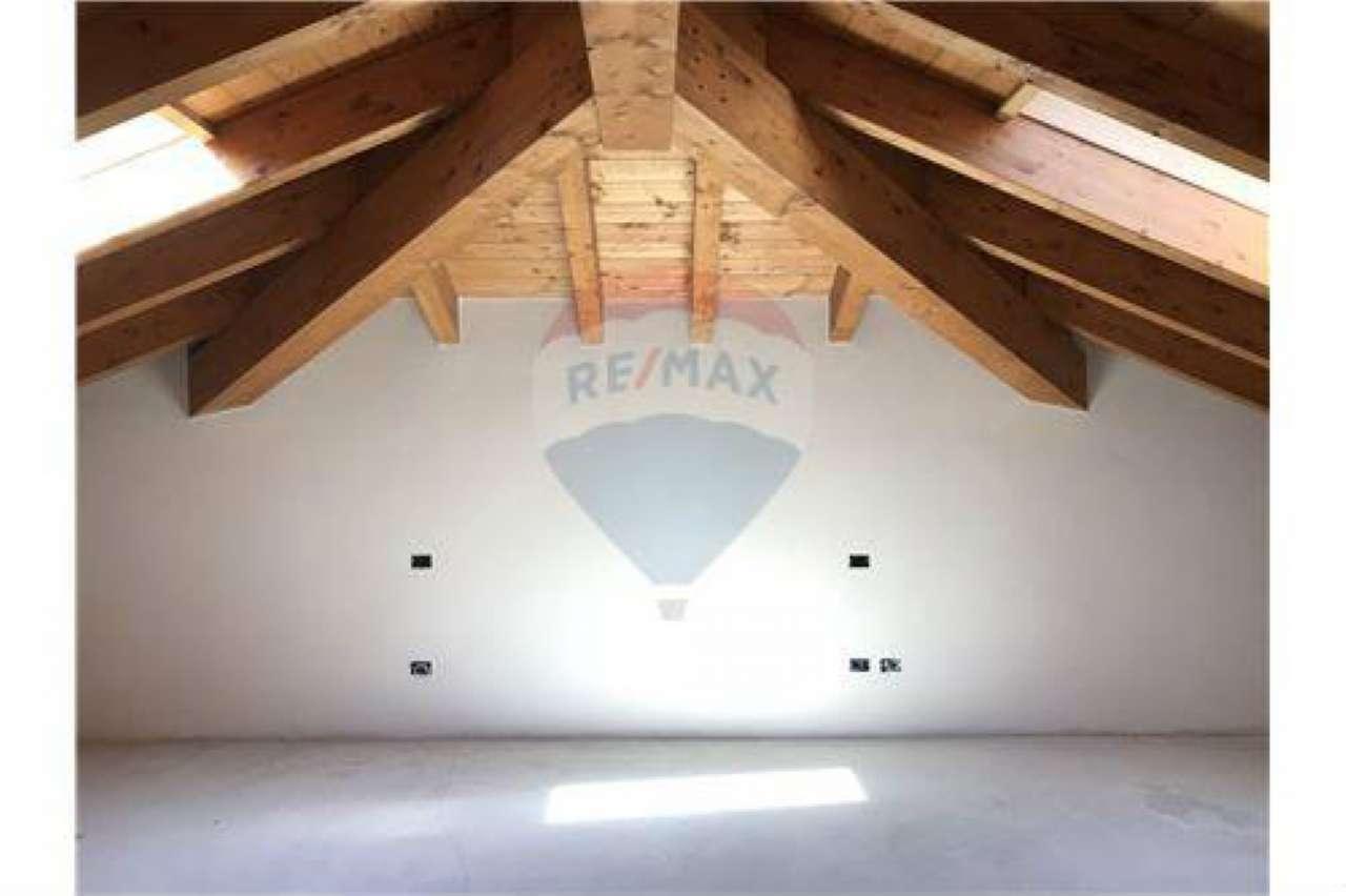 Appartamento in buone condizioni in vendita Rif. 7111643