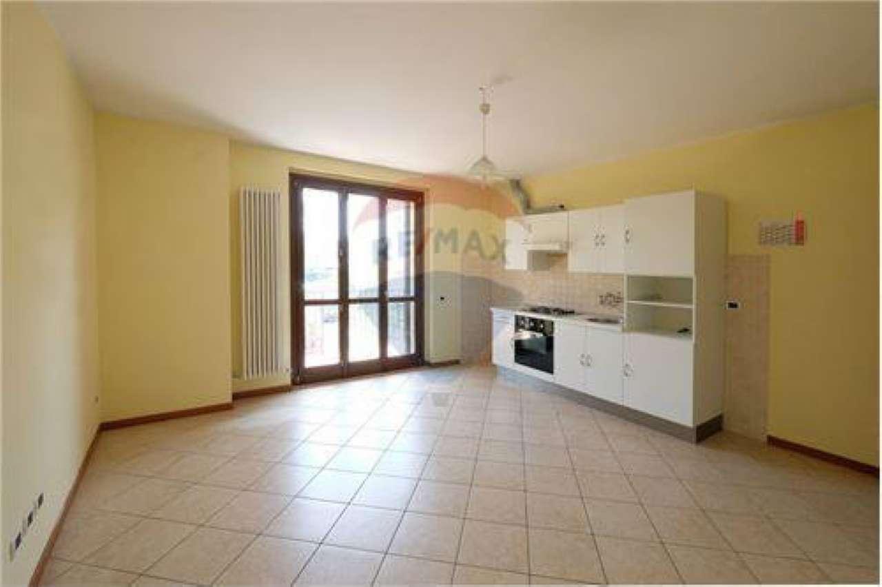 Appartamento in buone condizioni in vendita Rif. 7111644