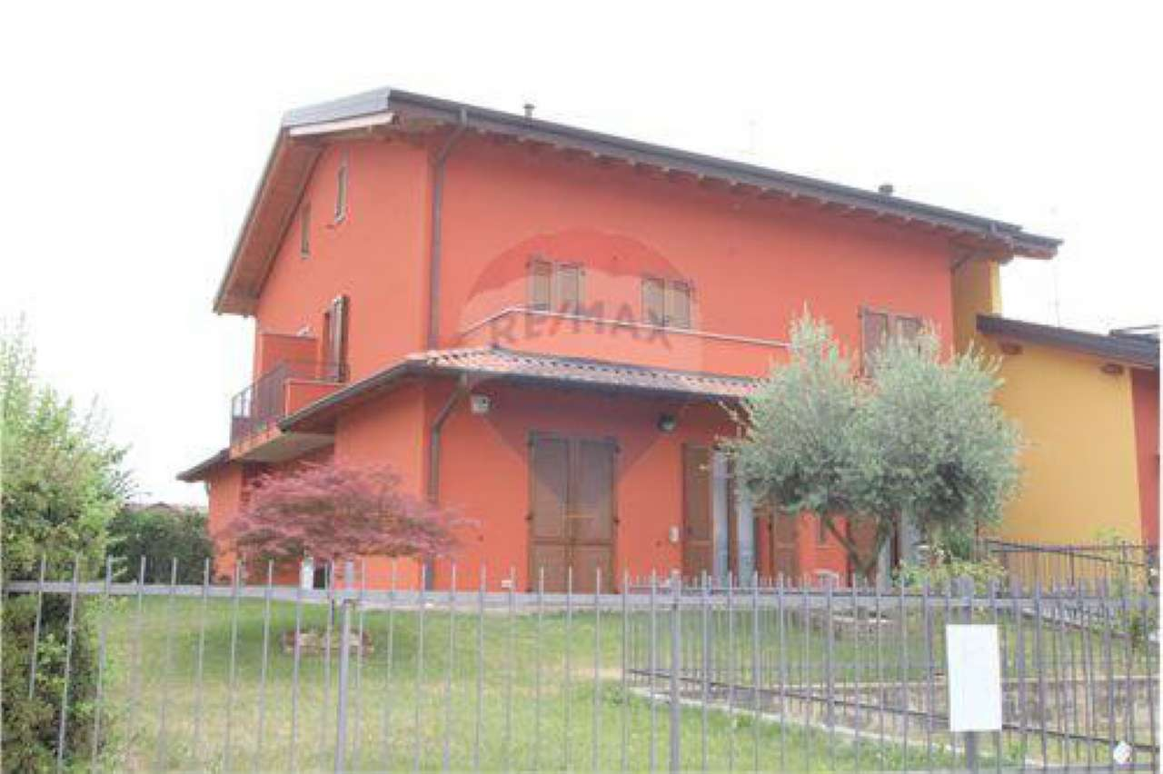 Appartamento in buone condizioni in vendita Rif. 7300671