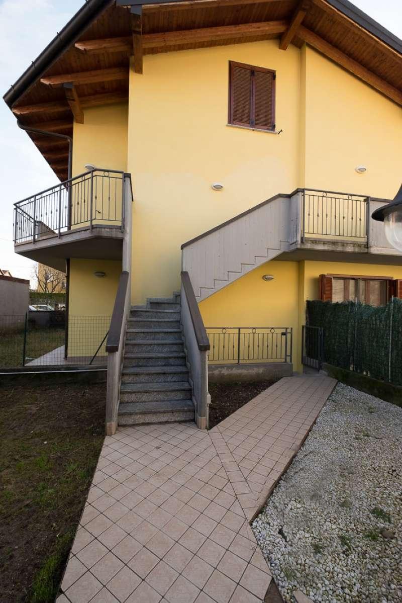 Appartamento in buone condizioni parzialmente arredato in vendita Rif. 7772318