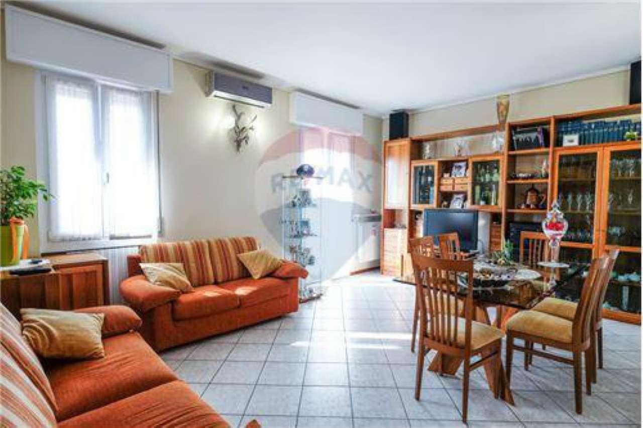Appartamento in buone condizioni in vendita Rif. 7813636