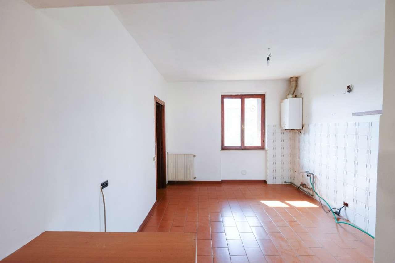 Appartamento in buone condizioni in vendita Rif. 7813638