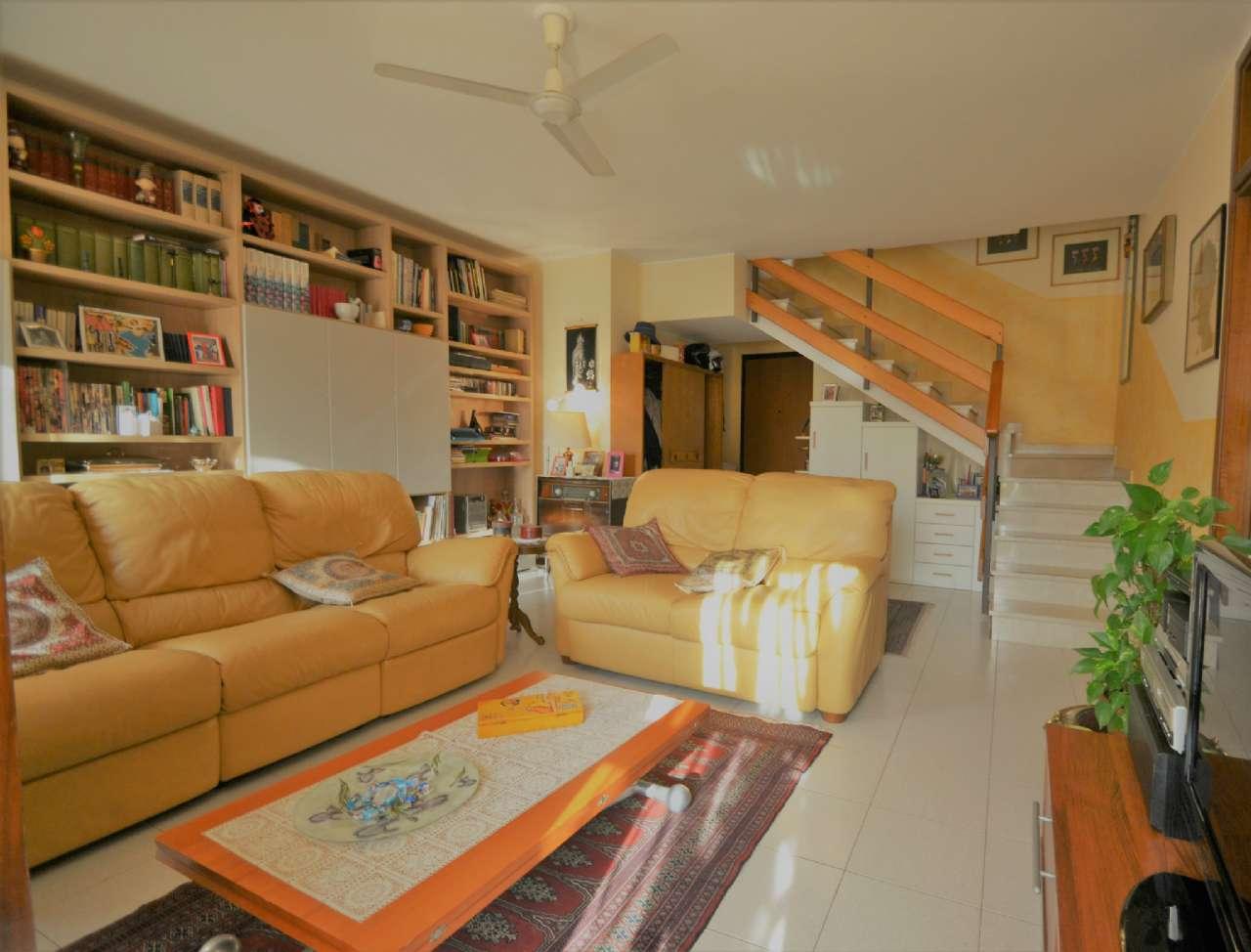 Appartamento in buone condizioni in vendita Rif. 7935218