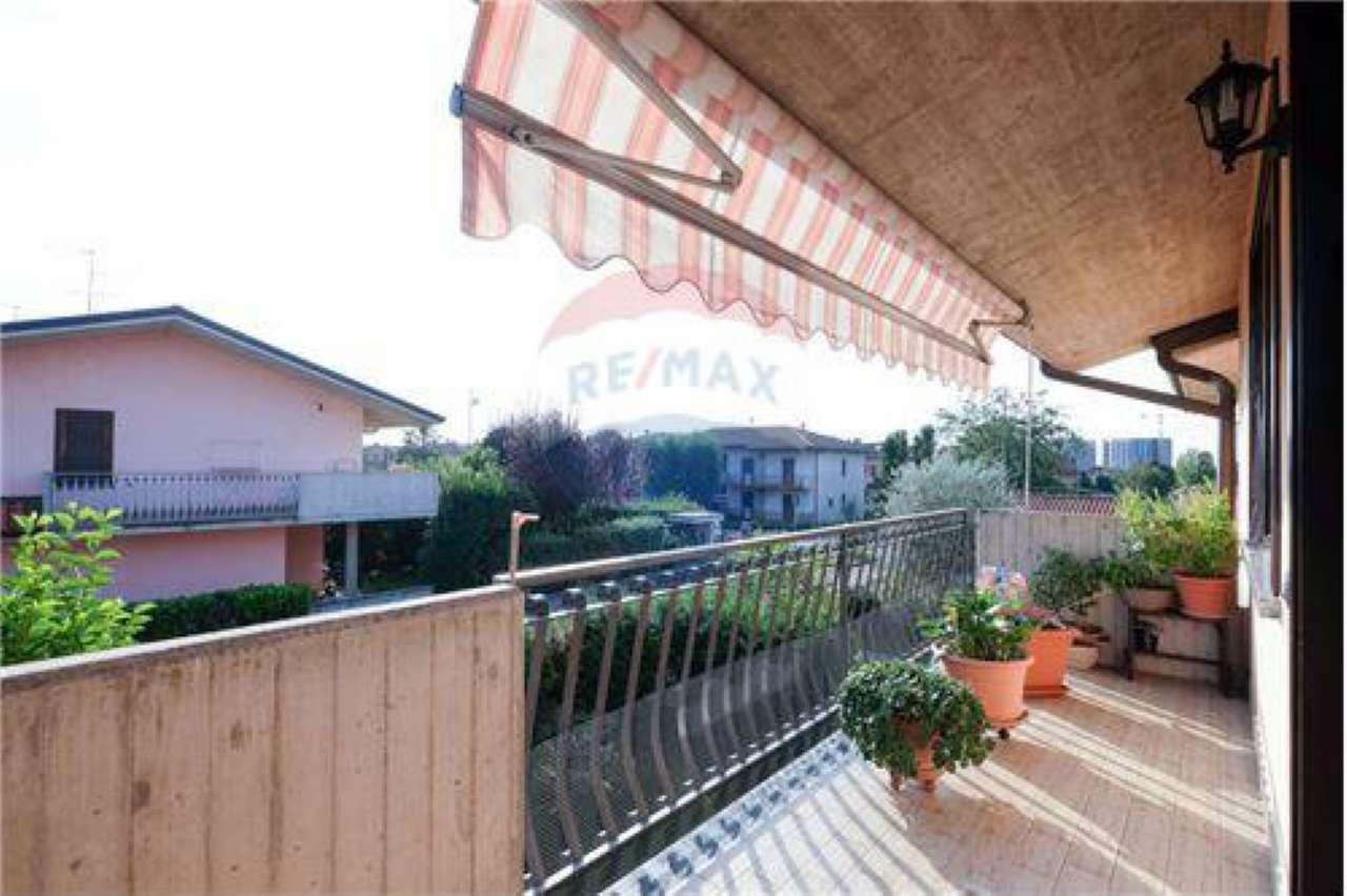 Appartamento in buone condizioni in vendita Rif. 7935223