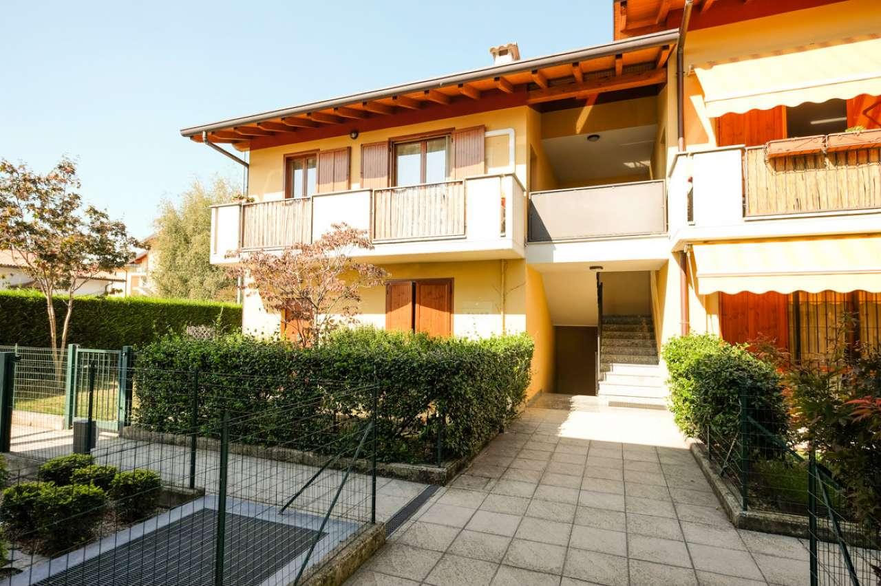 Appartamento in buone condizioni in vendita Rif. 8143789