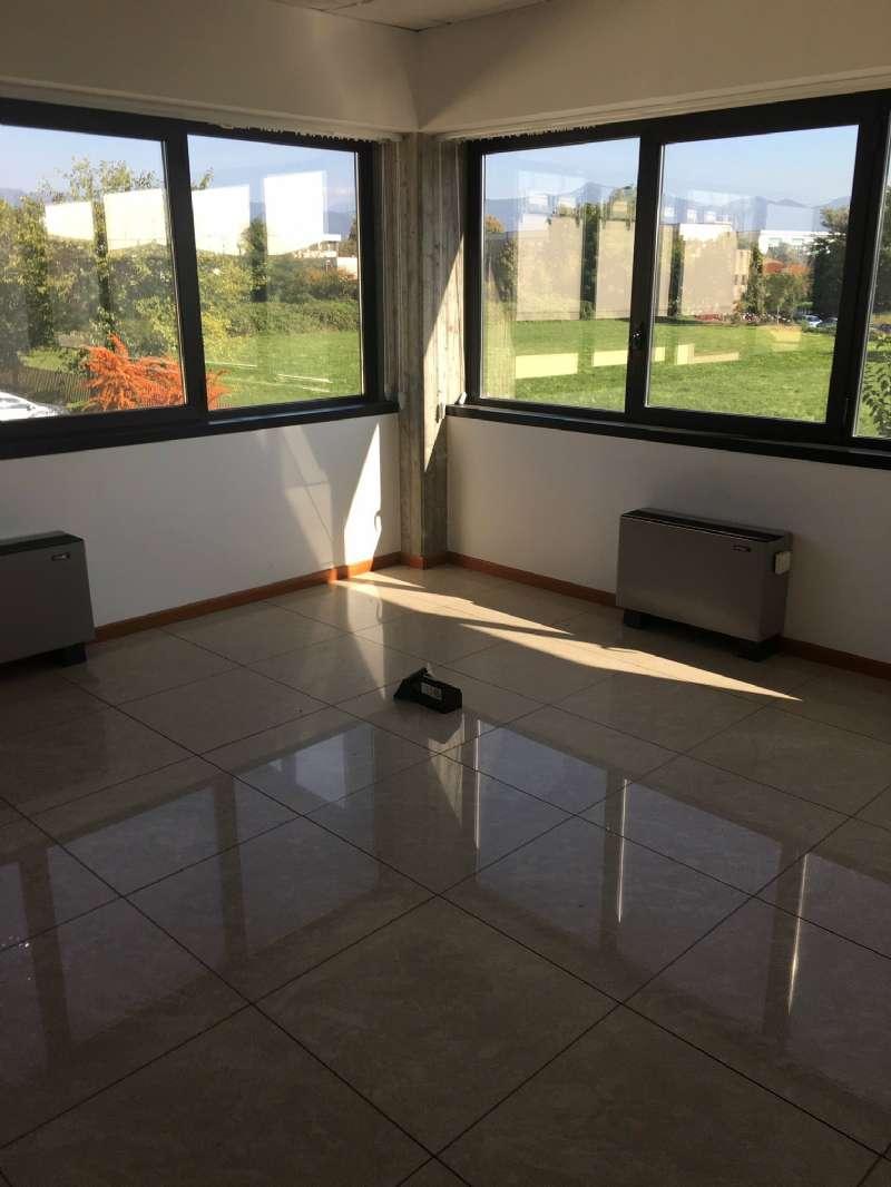 Ufficio / Studio in vendita a Presezzo, 1 locali, prezzo € 1.900 | CambioCasa.it