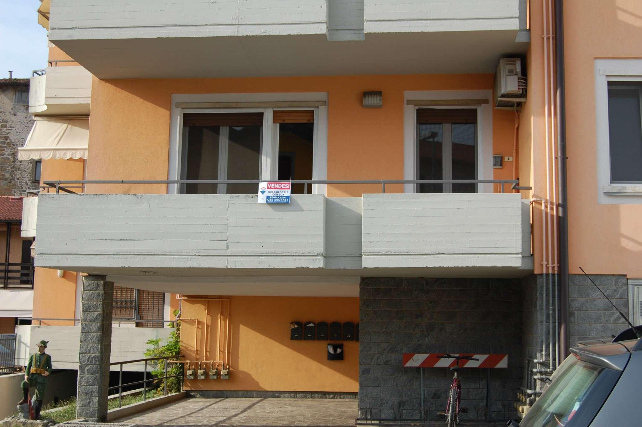 Appartamento in buone condizioni in vendita Rif. 8161378