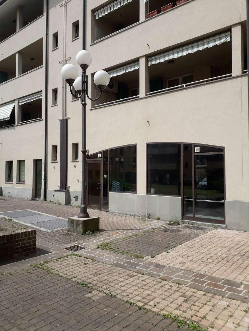 Negozio / Locale in affitto a Boltiere, 1 locali, prezzo € 500 | CambioCasa.it