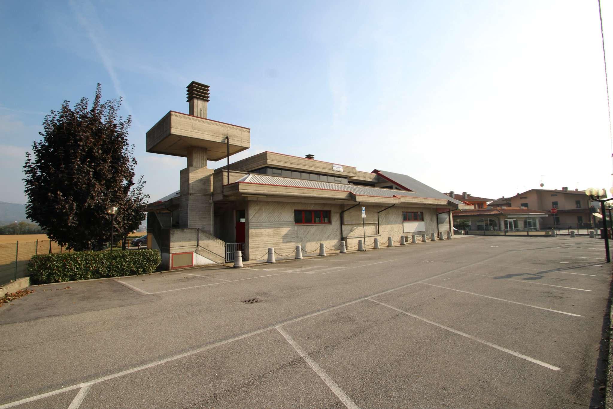 Ufficio / Studio in affitto a Castelli Calepio, 9999 locali, prezzo € 1.250 | CambioCasa.it