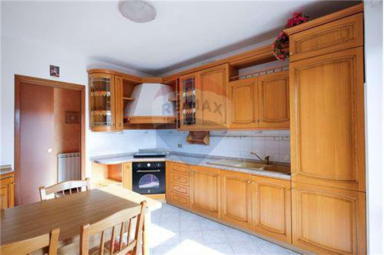 Appartamento in buone condizioni in vendita Rif. 8509395