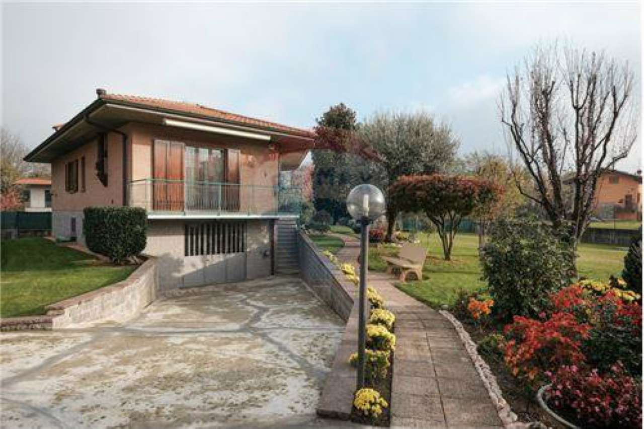 Villa in vendita a Bonate Sopra, 4 locali, prezzo € 349.000 | PortaleAgenzieImmobiliari.it