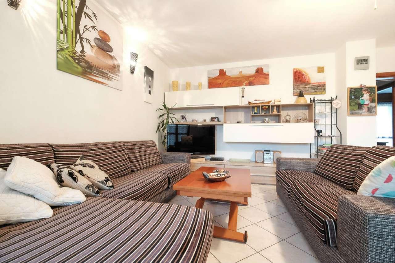 Appartamento in buone condizioni in vendita Rif. 8680391