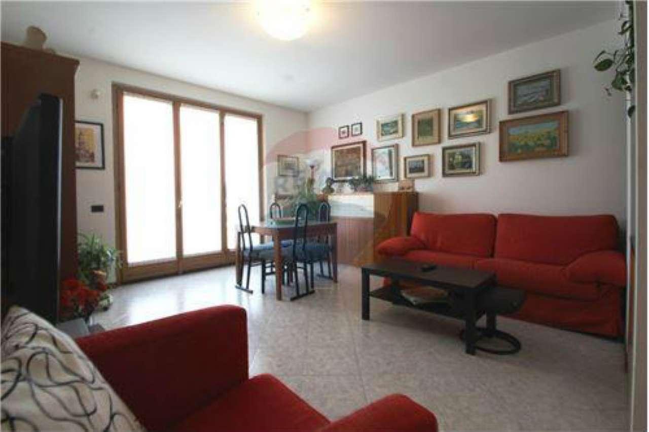 Appartamento in vendita a Suisio, 3 locali, prezzo € 119.000 | CambioCasa.it