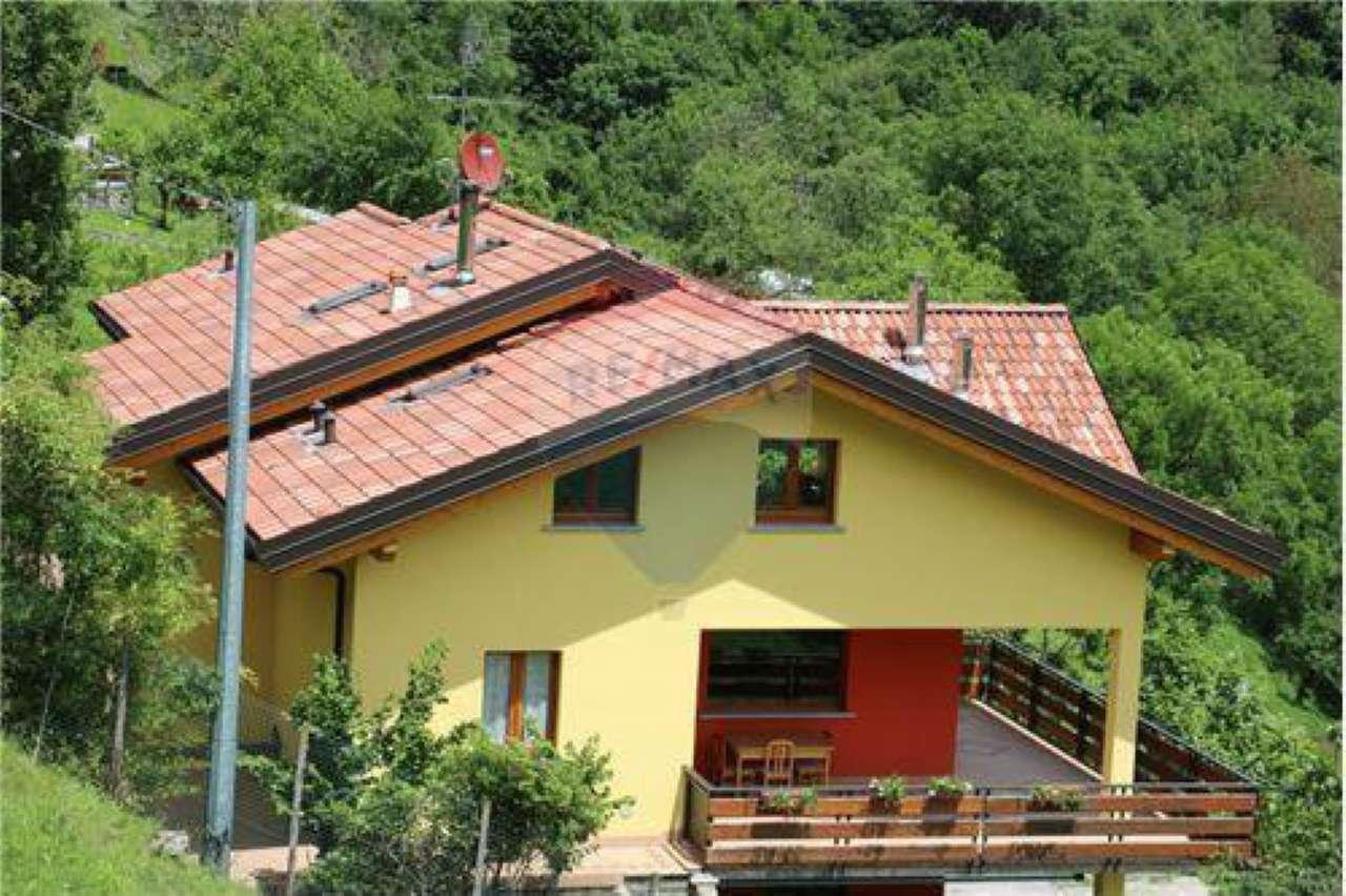 Villa in Vendita a Rota d'Imagna