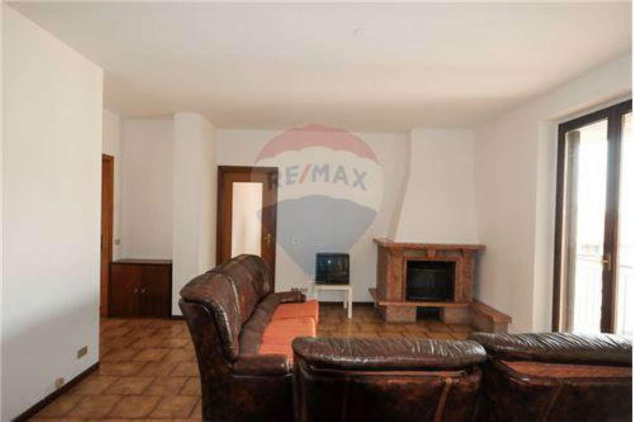 Appartamento in buone condizioni in vendita Rif. 8762253