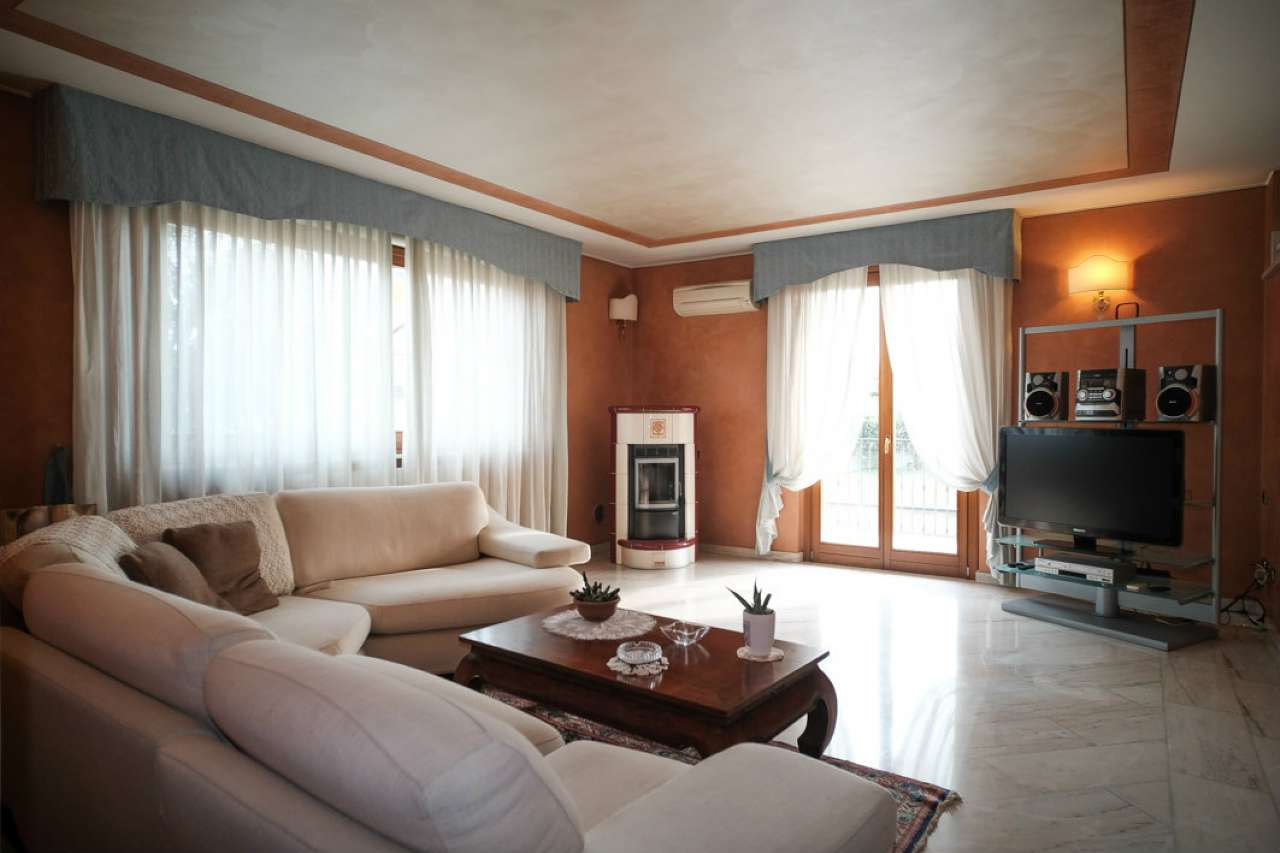 Villa in Vendita a Cologno al Serio