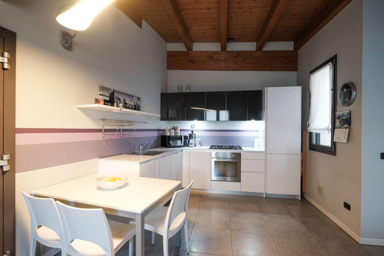 Appartamento in buone condizioni in vendita Rif. 8806554