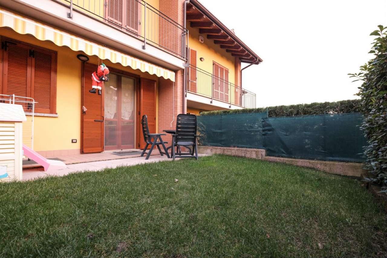 Appartamento in buone condizioni in vendita Rif. 8806555