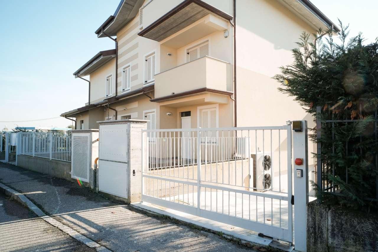 Appartamento in vendita a Casirate d'Adda, 3 locali, prezzo € 185.000 | CambioCasa.it