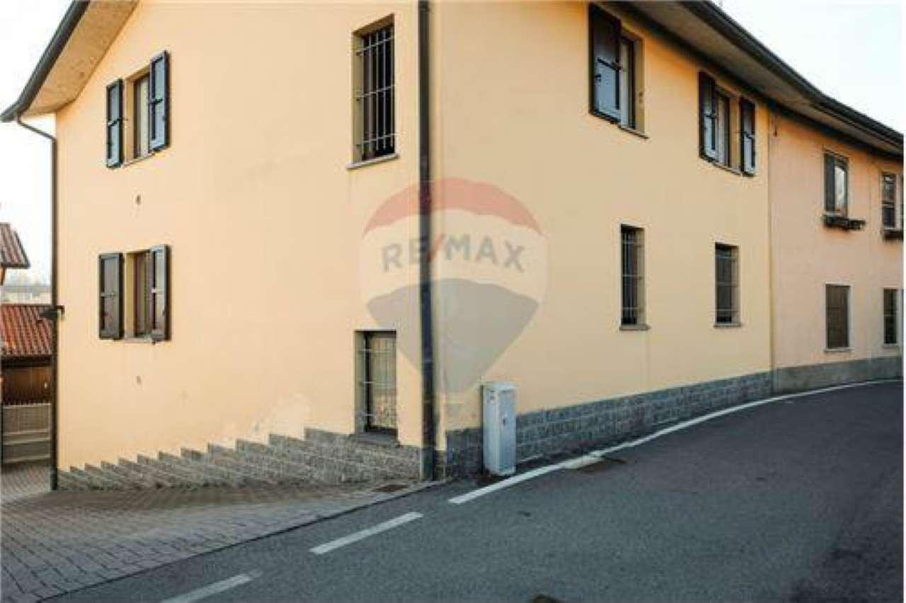 Appartamento in buone condizioni in vendita Rif. 8833644