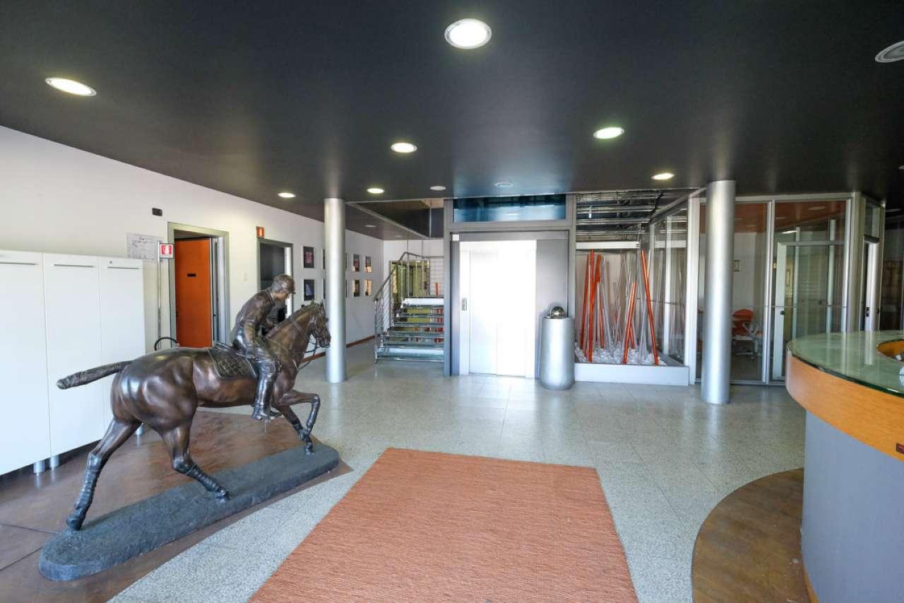 Capannone in affitto a Medolago, 25 locali, prezzo € 16.000 | CambioCasa.it