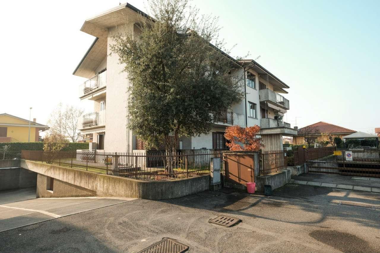 Appartamento in buone condizioni in vendita Rif. 8900178