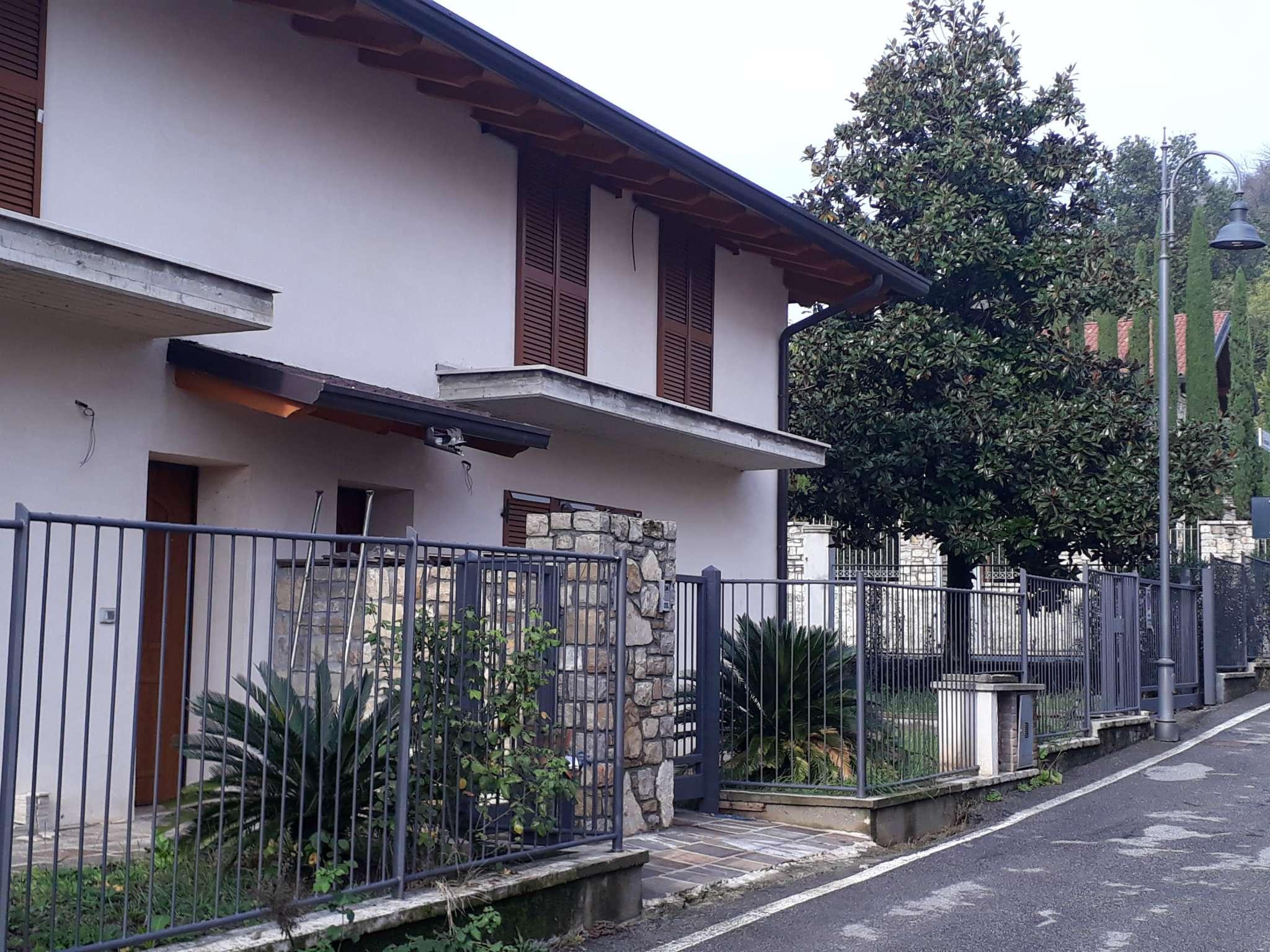 Villa Bifamiliare in Vendita a Bagnatica
