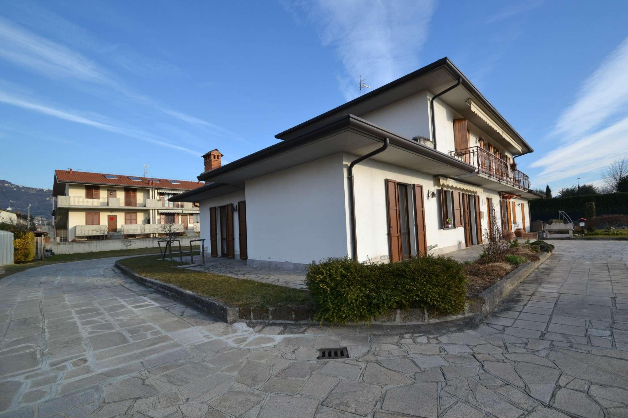 Appartamento in buone condizioni in vendita Rif. 9261436