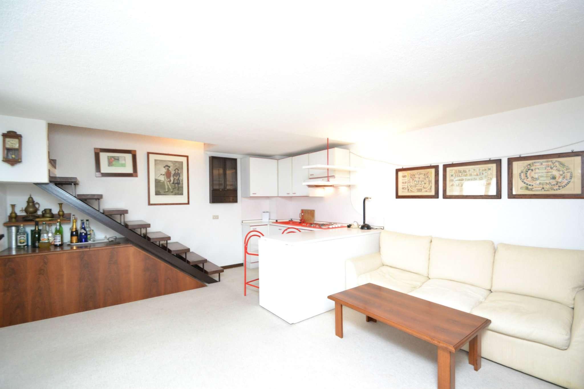 Appartamento in buone condizioni arredato in vendita Rif. 9261435