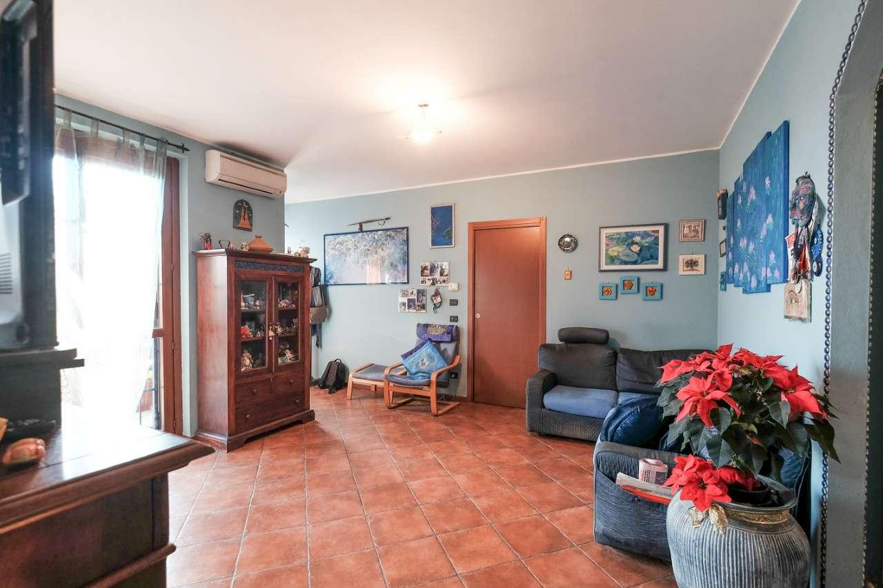 Villa in vendita a Basiano, 5 locali, prezzo € 340.000 | CambioCasa.it
