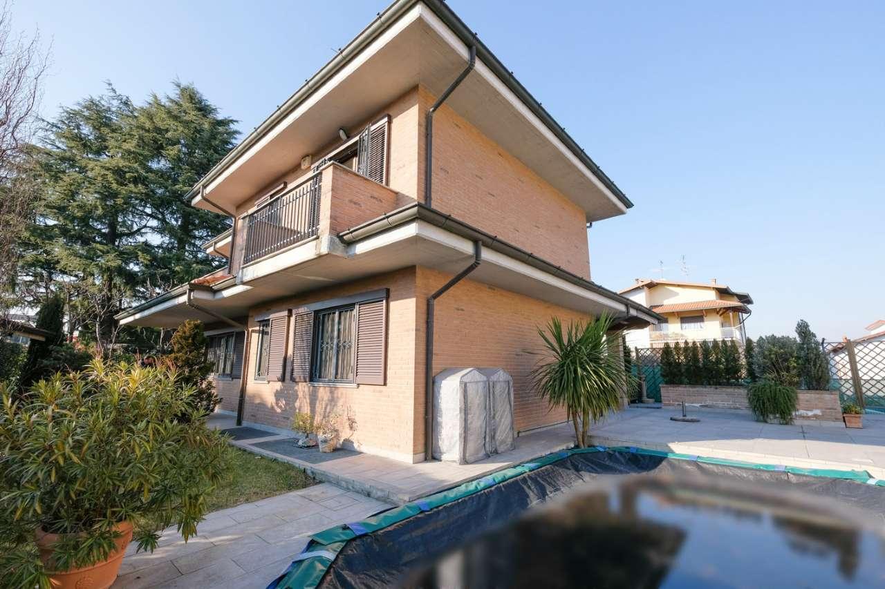 Villa in vendita a Vaprio d'Adda, 4 locali, prezzo € 470.000 | CambioCasa.it