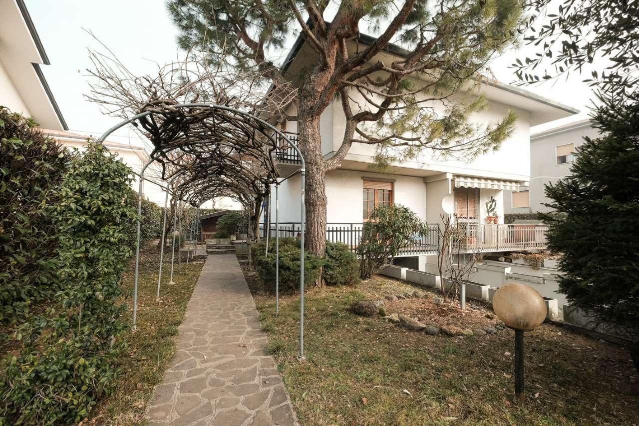 Villa Bifamiliare in vendita a Mozzo, 3 locali, prezzo € 229.000 | CambioCasa.it