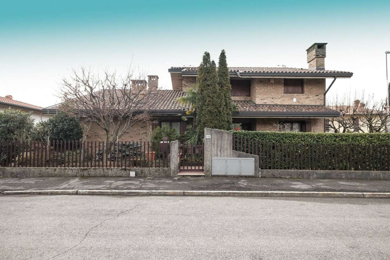 Villa in Vendita a Brembate di Sopra