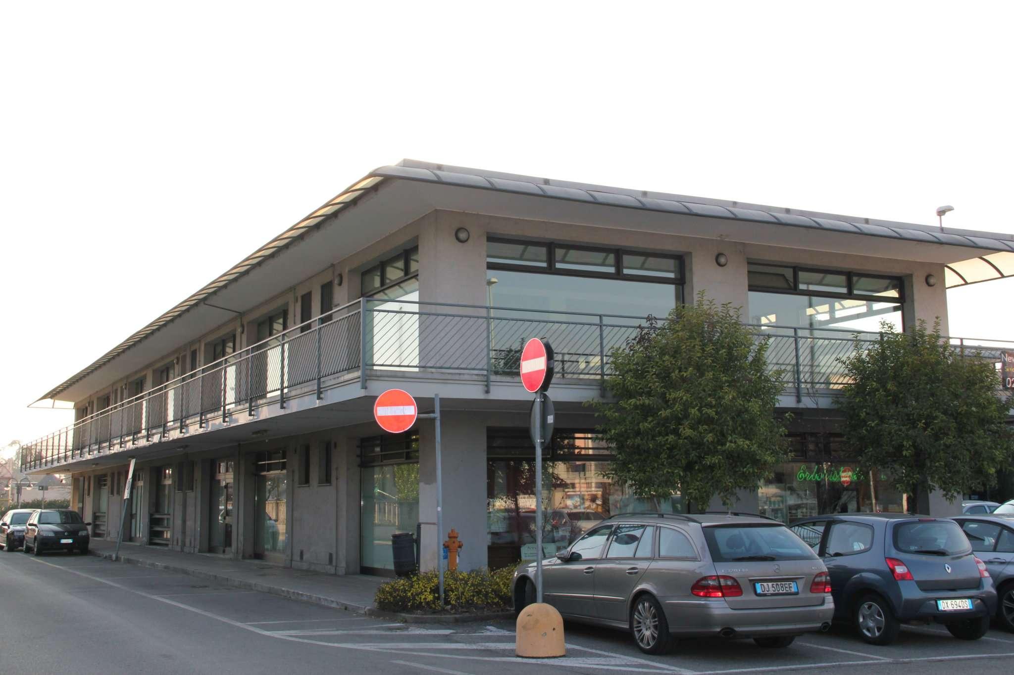 Negozio / Locale in Affitto a Trezzano Rosa