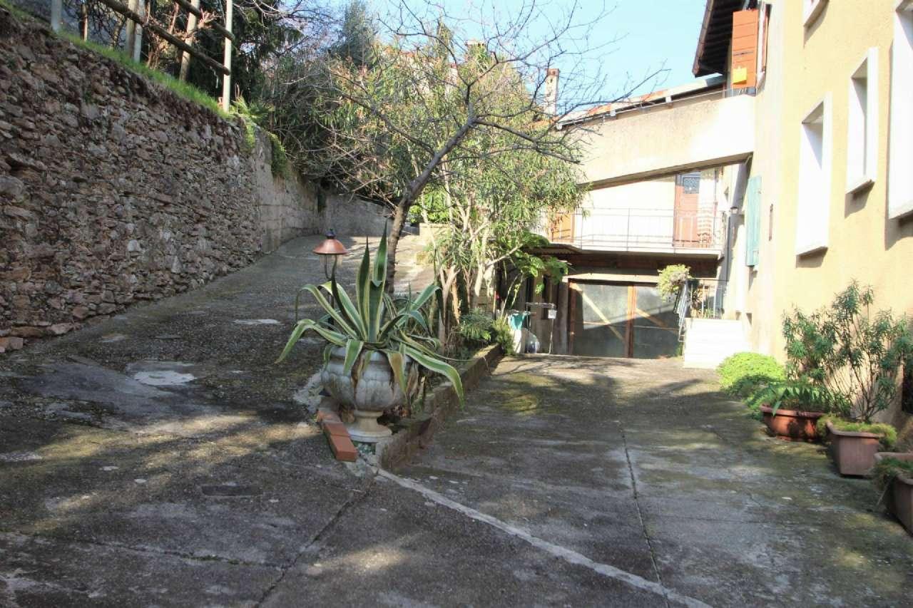 Soluzione Indipendente in vendita a Toscolano-Maderno, 7 locali, prezzo € 290.000 | PortaleAgenzieImmobiliari.it