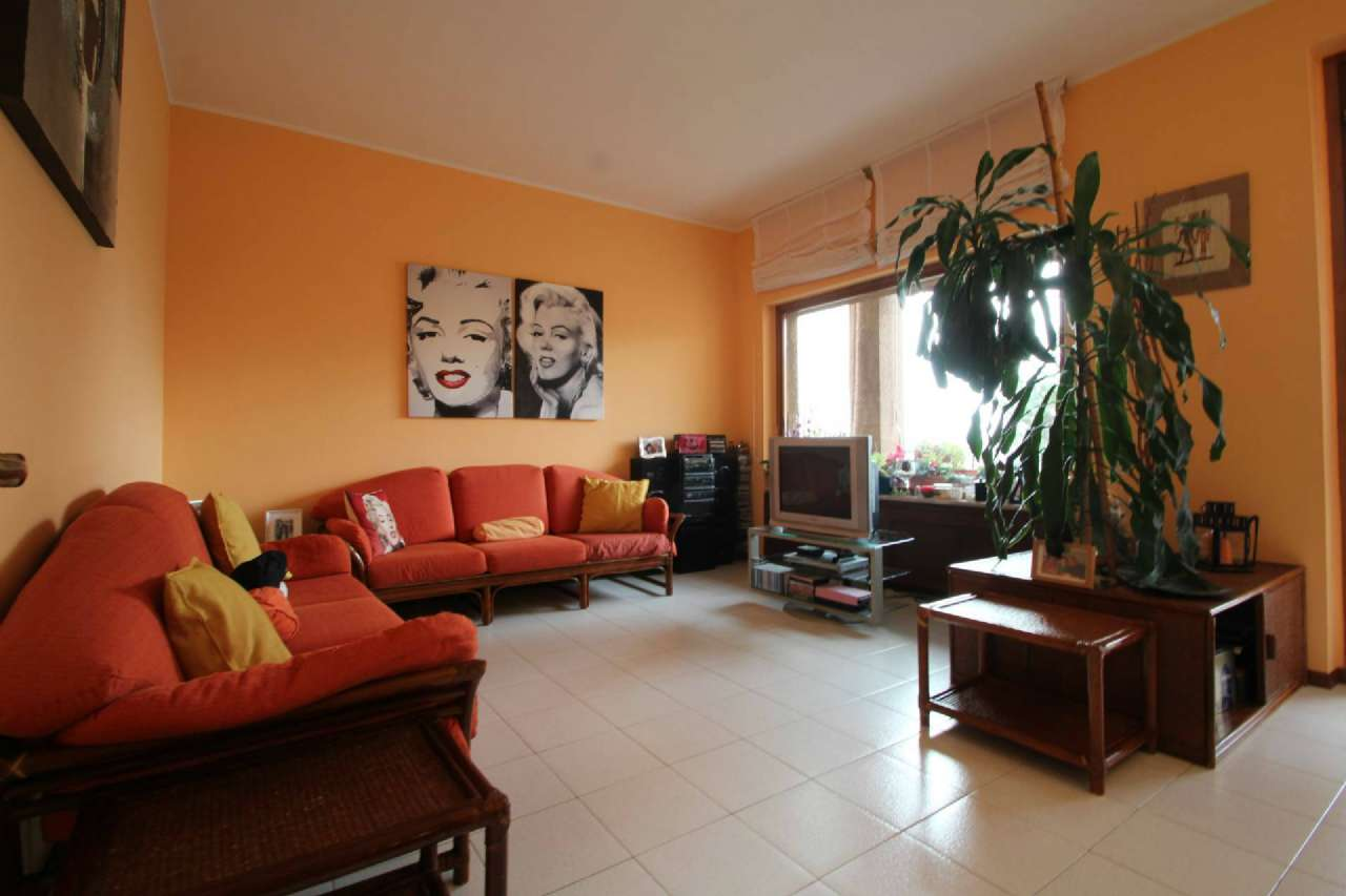Appartamento in vendita a Bonate Sotto, 3 locali, prezzo € 89.000 | PortaleAgenzieImmobiliari.it
