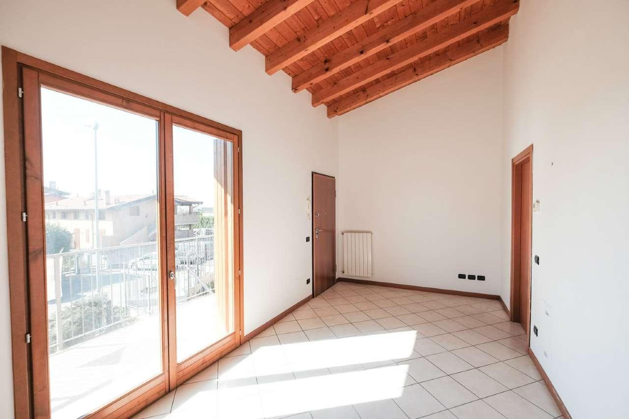 Appartamento in vendita a Ponte San Pietro, 2 locali, prezzo € 69.000 | CambioCasa.it