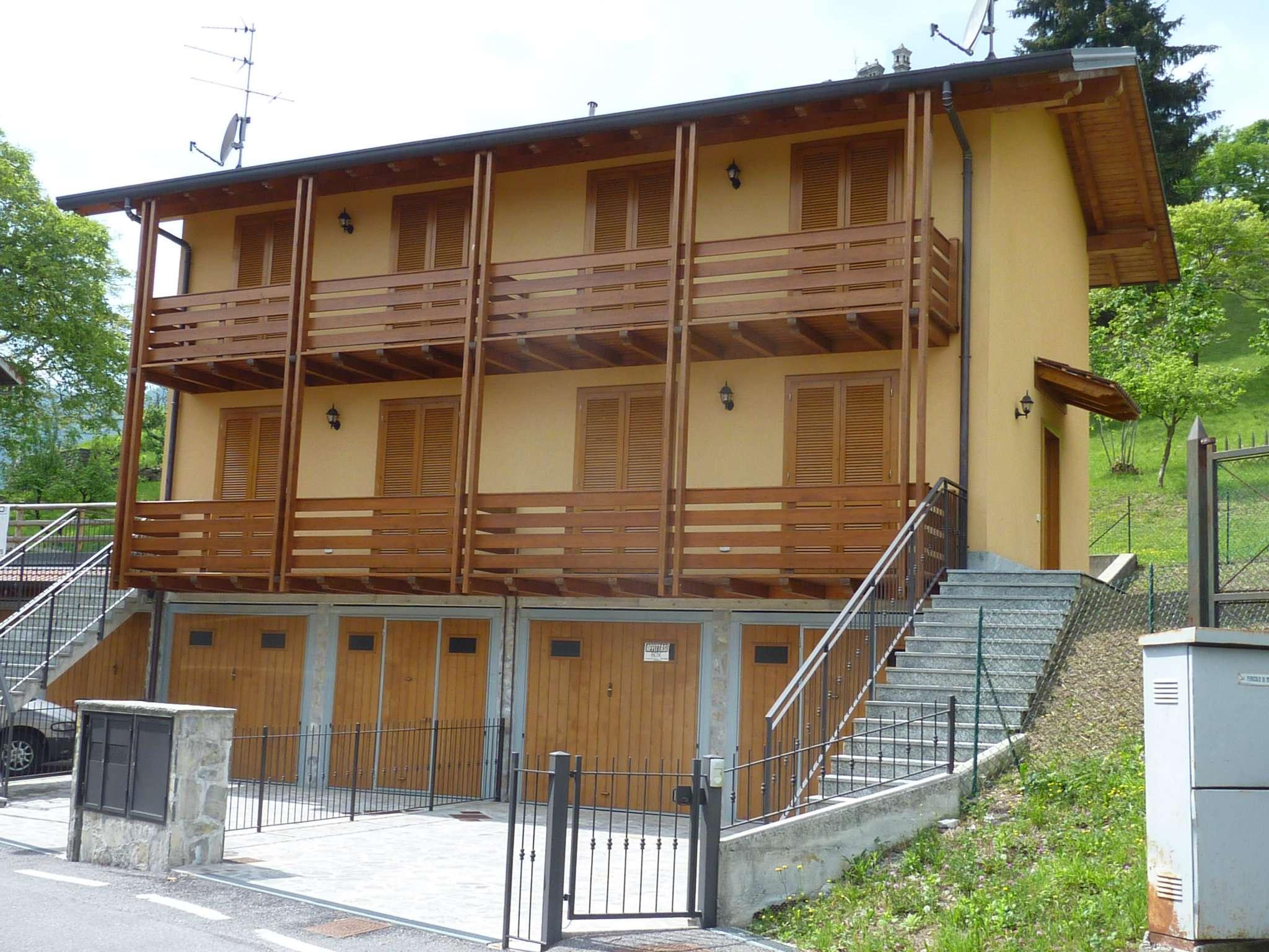Villa Bifamiliare in Vendita a Rota d'Imagna