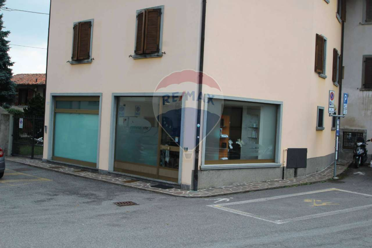 Negozio / Locale in affitto a Almenno San Salvatore, 2 locali, prezzo € 4.400 | CambioCasa.it