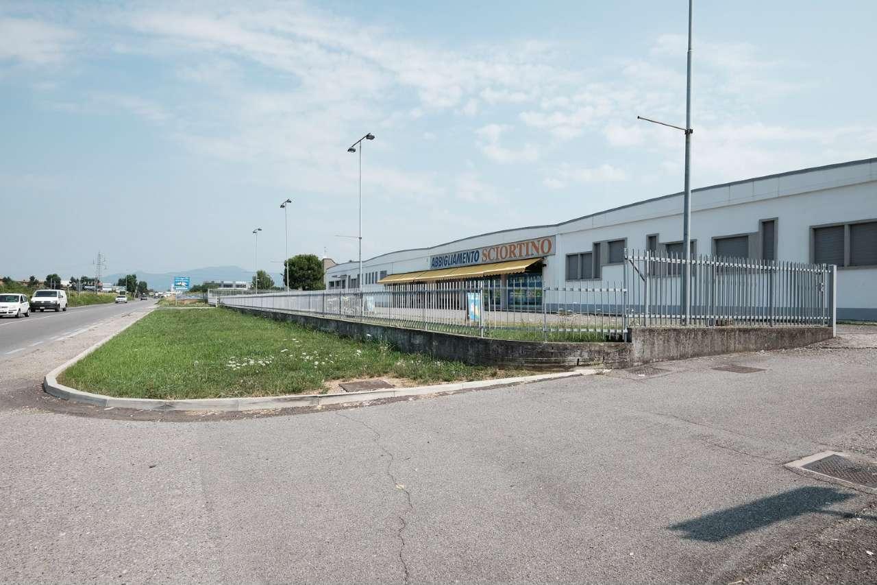 Capannone in vendita a Suisio, 3 locali, prezzo € 900.000 | CambioCasa.it