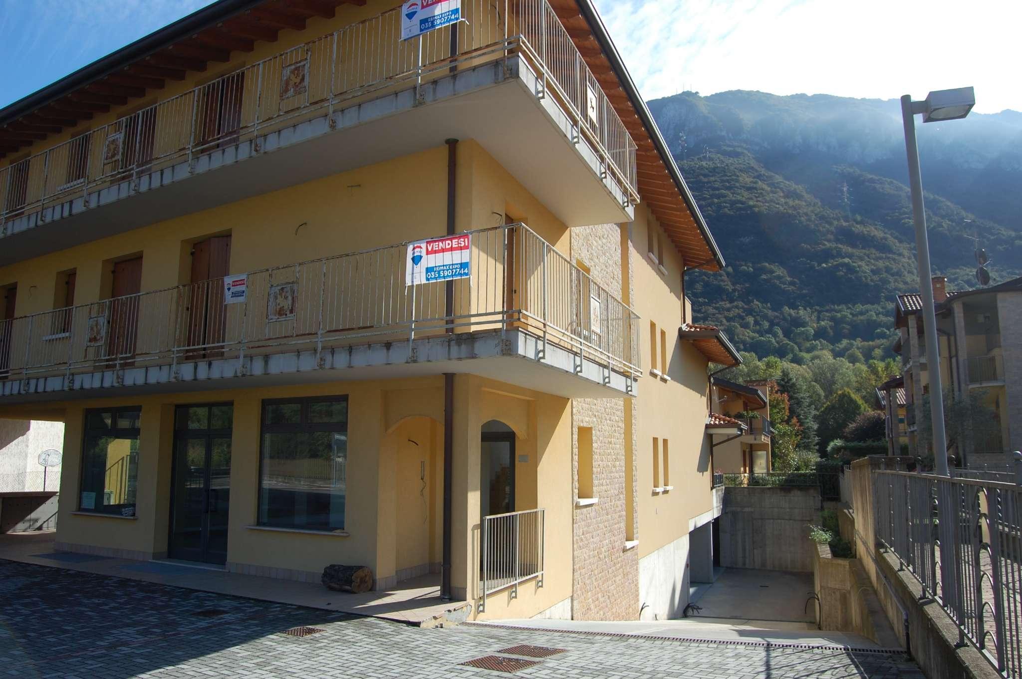 Appartamento in vendita a Casazza, 4 locali, prezzo € 139.000 | CambioCasa.it